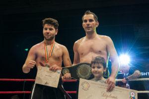 FOTO: Ciupitu Daniel alaturi de copilul sau (dreapta jos) si Dragos Soare (stanga)